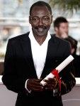 Mahamat-Saleh Haroun (Chad). Director de cine que vive en Francia desde 1982. Ha sido premiado en numerosos festivales europeos como en Venecia que ganó el gran premio especial del jurado con Daratt (2006)